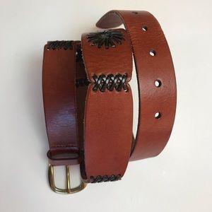 Eddie Bauer leather belt with accent stitching